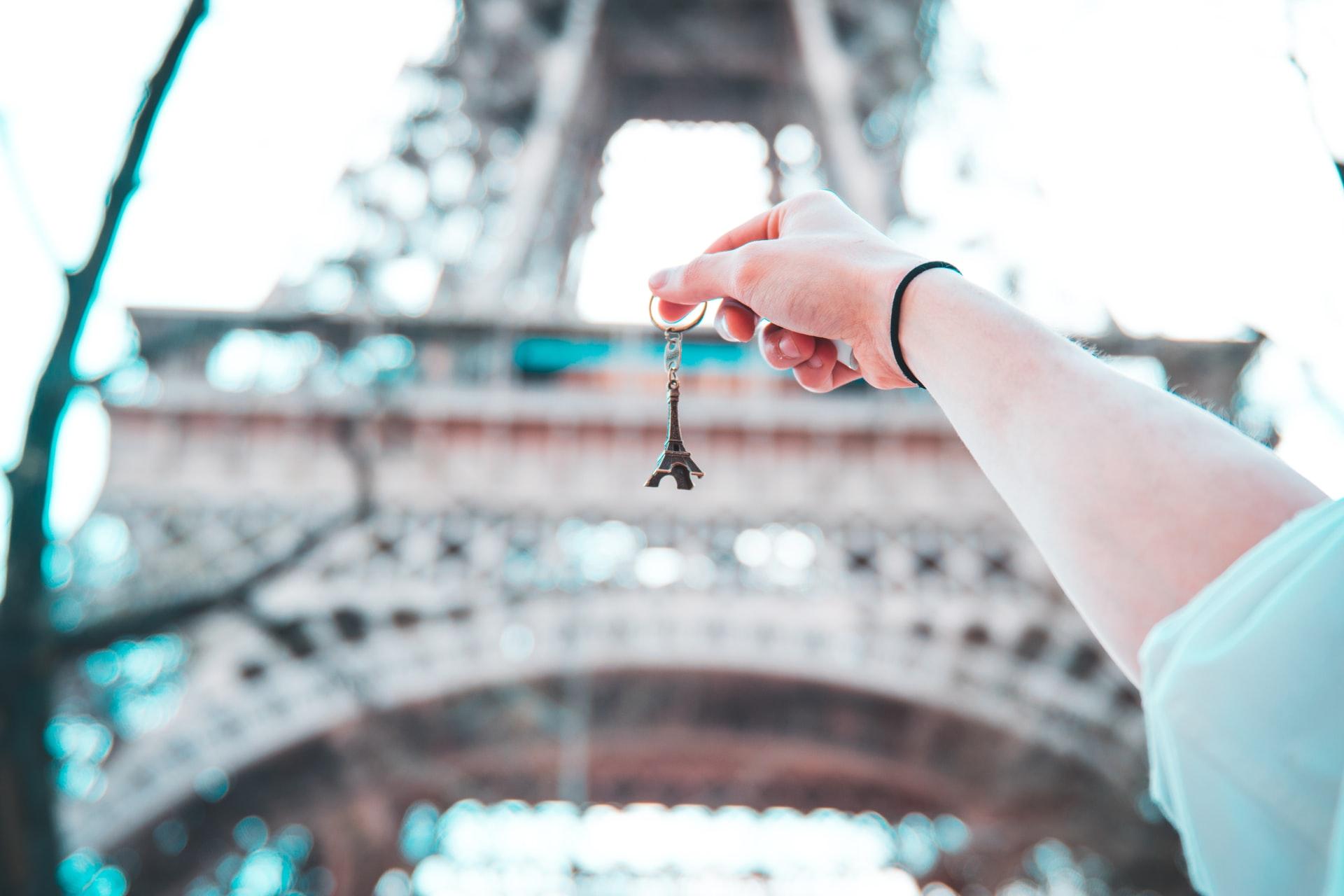 Eiffel Tower keychain souvenir for thrifty budget