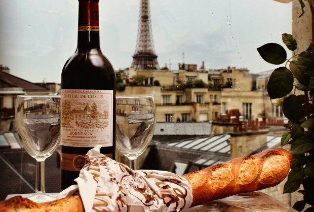 Romantic meal for couples with the Eiffel Tower in the background
